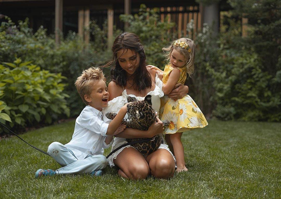 Ксения Царицына с детьми