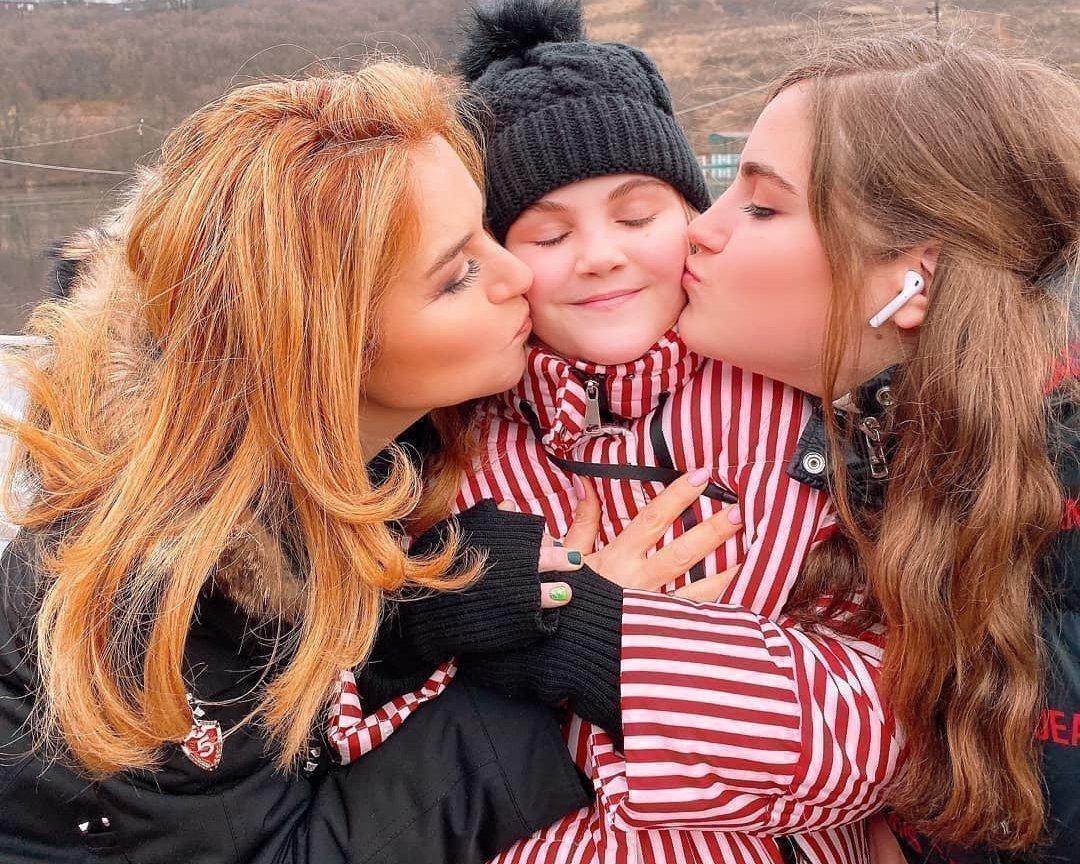 Наталья Закхайм с дочерьми