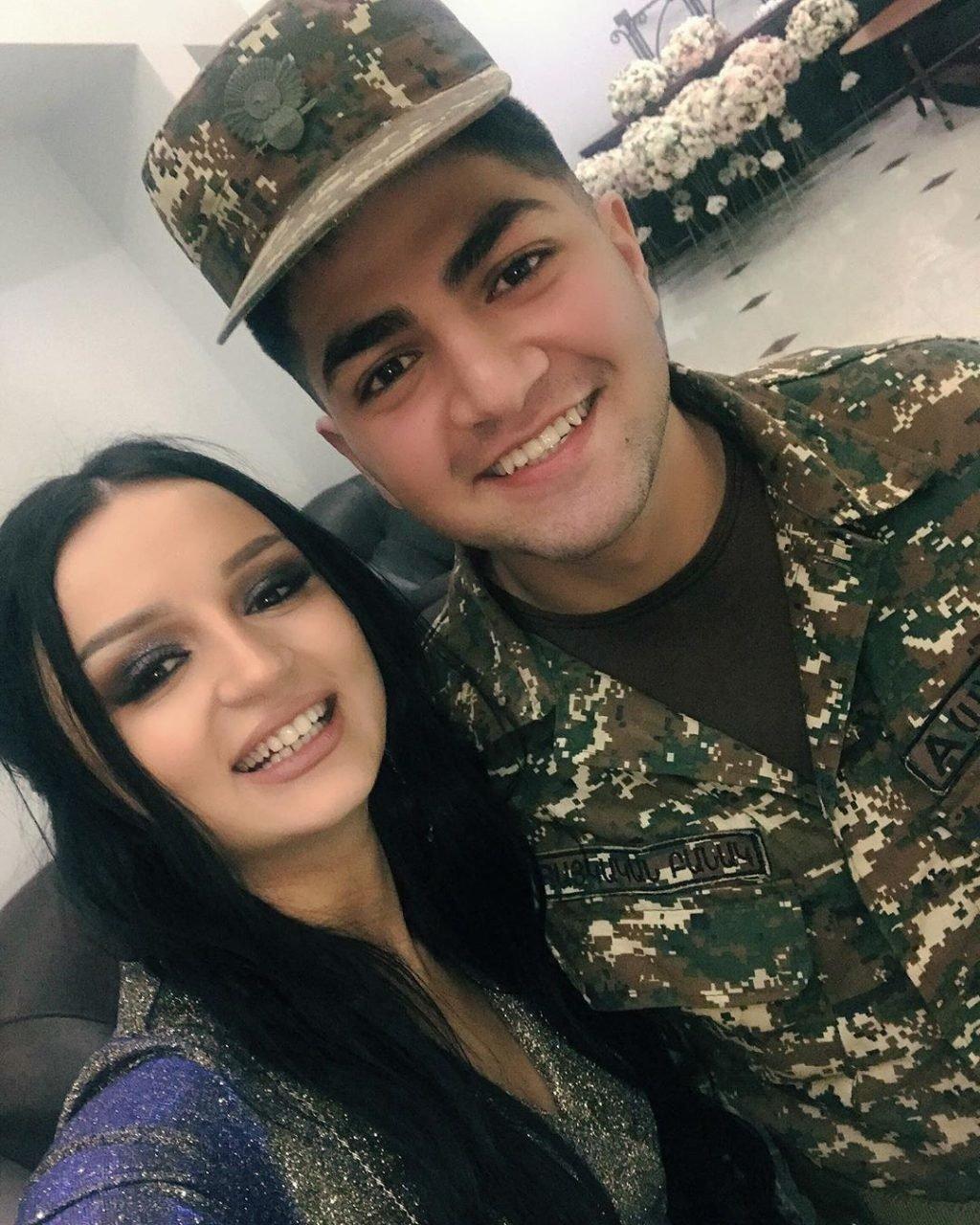 Лика Коста с братом