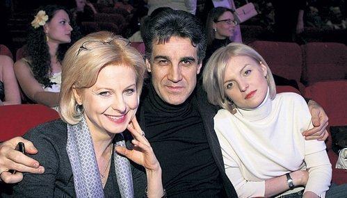 Ведущая Валентина Пиманова с бывшим мужем и дочерью
