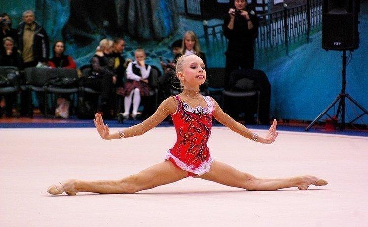Юная гимнастка Яна Кудрявцева