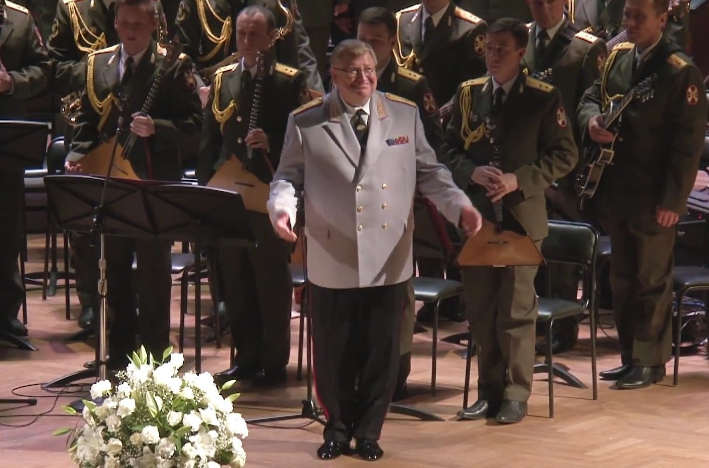 Дирижер Виктор Елисеев на сцене