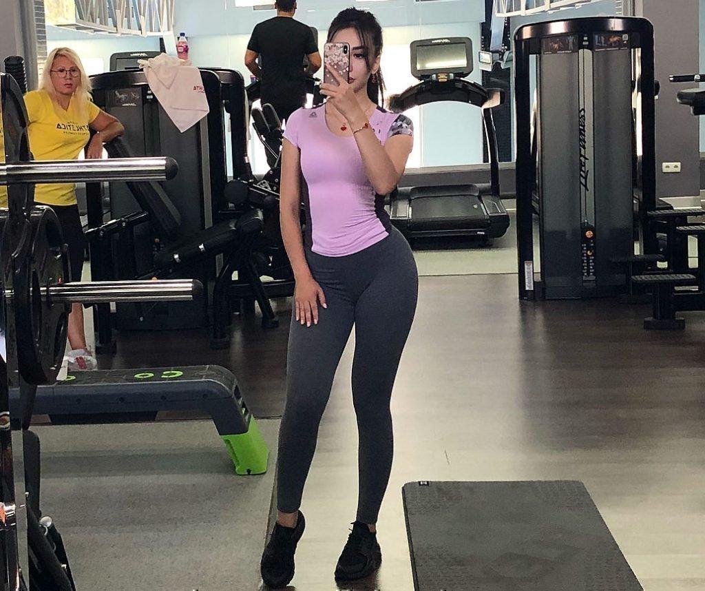 Луиза Расолова в спортзале