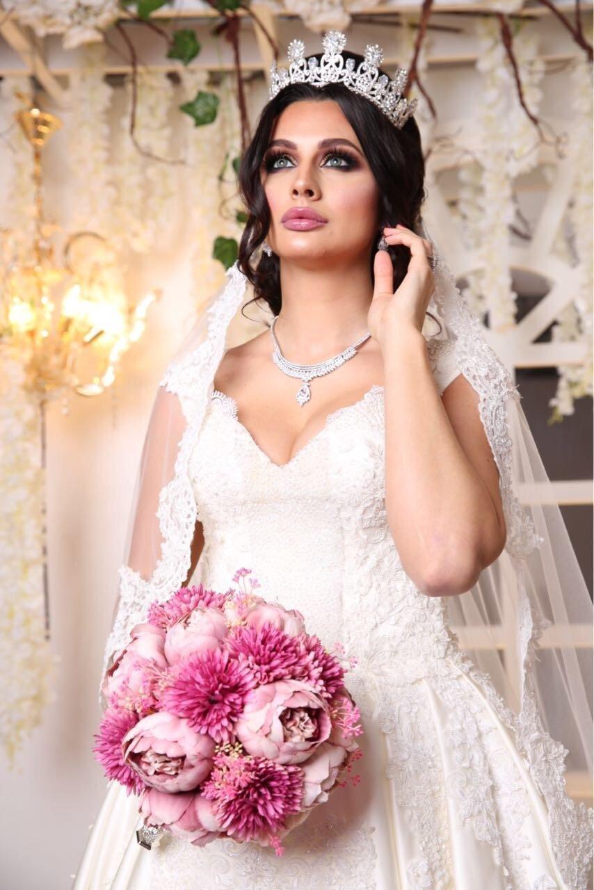 Ирина Бактыая в свадебном наряде