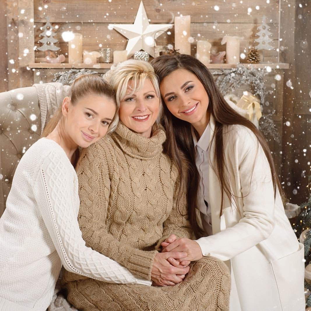 Ирина Бактыая с мамой и сестрой