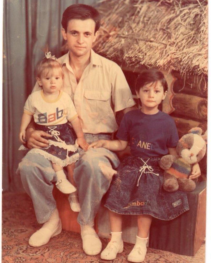 Ирина Бактыая в детстве с родителями