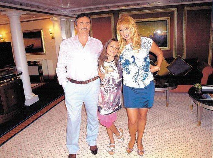 Лида Еракова с родителями в детстве