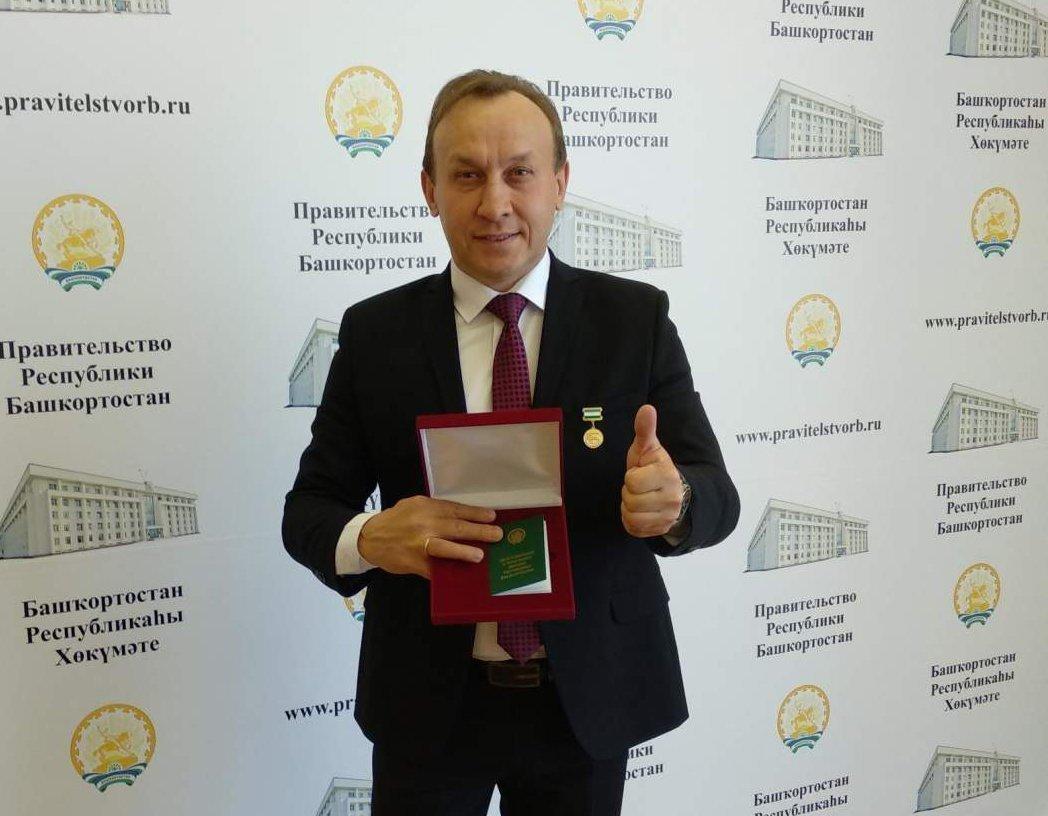 Вручение звания Заслуженный артист республики Башкорстан Марату Шайбакову