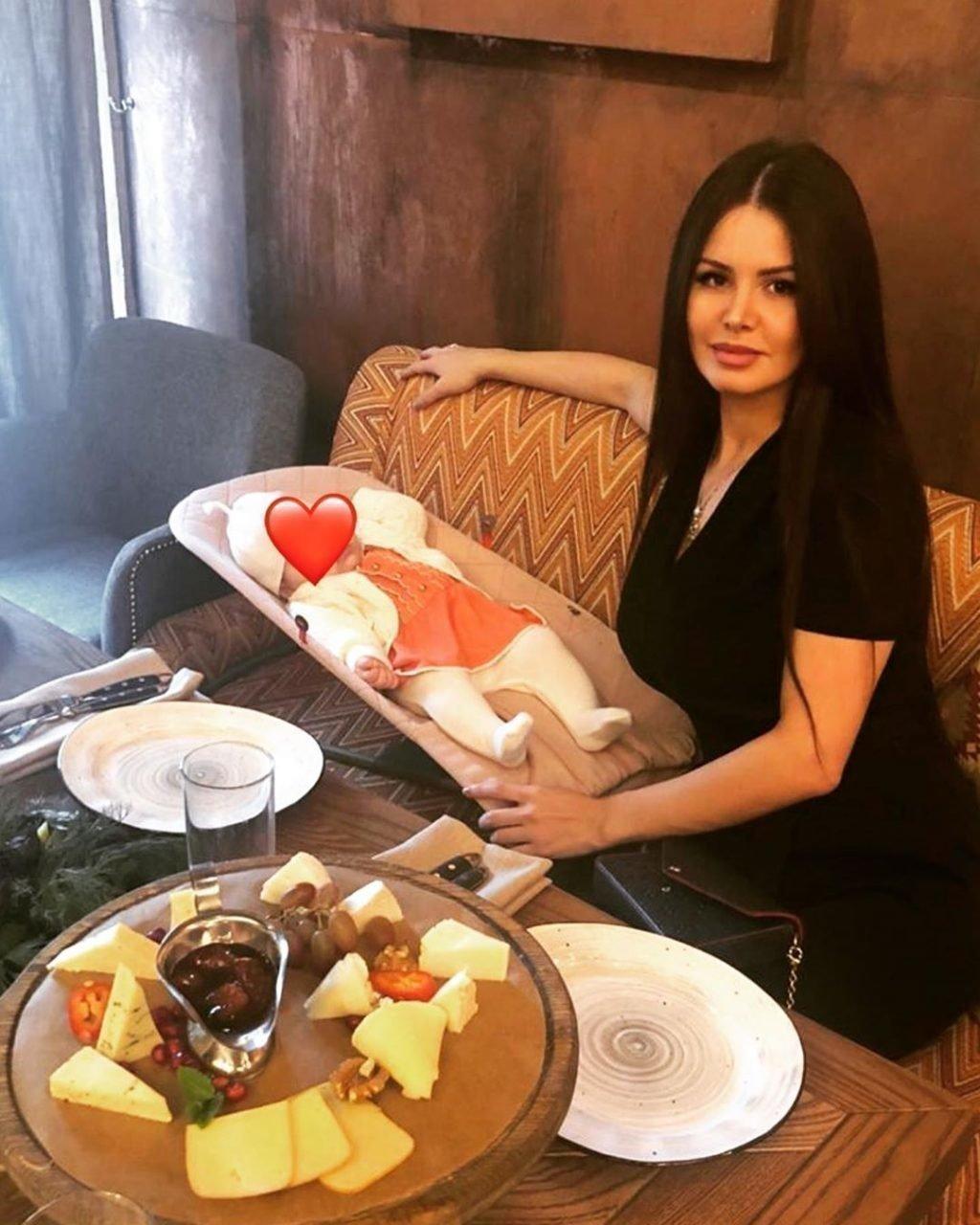 Рената Камалова с ребенком