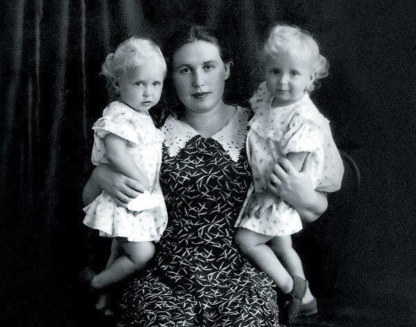 Сестры Зайцевы в детстве