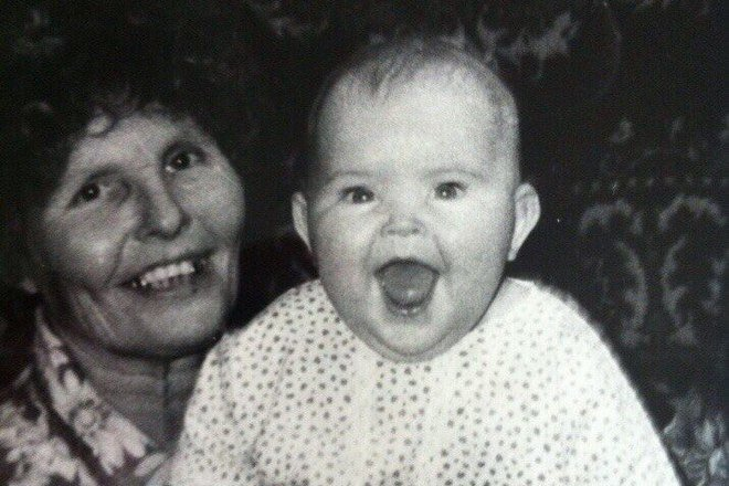 Софья Таюрская в детстве с бабушкой