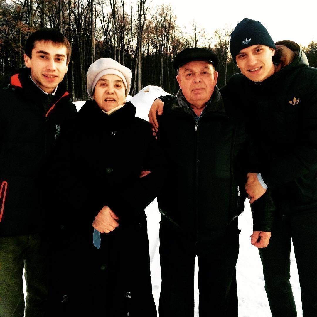 Тимур Гатиятуллин с родителями и братом