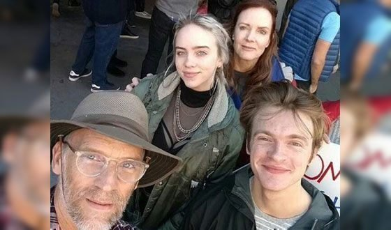 Билли Айлиш с семьей