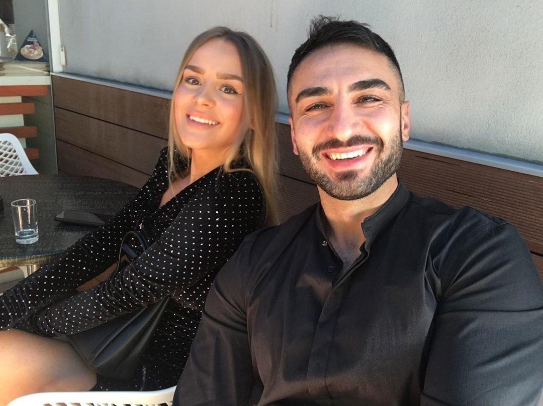 Yaar с девушкой