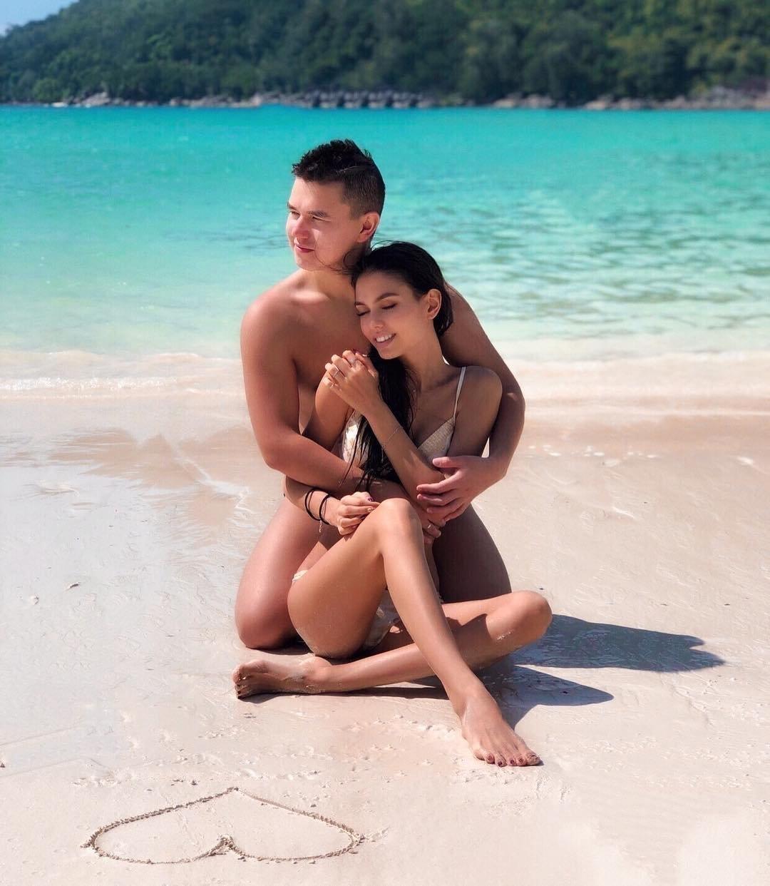 Язиля и Амир на острове