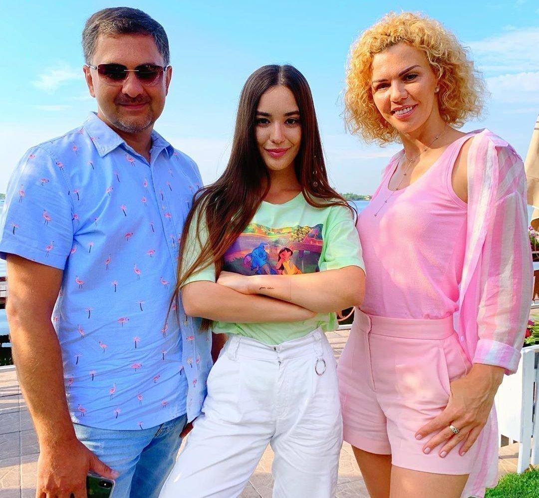 Лиза Дидковская с родителями