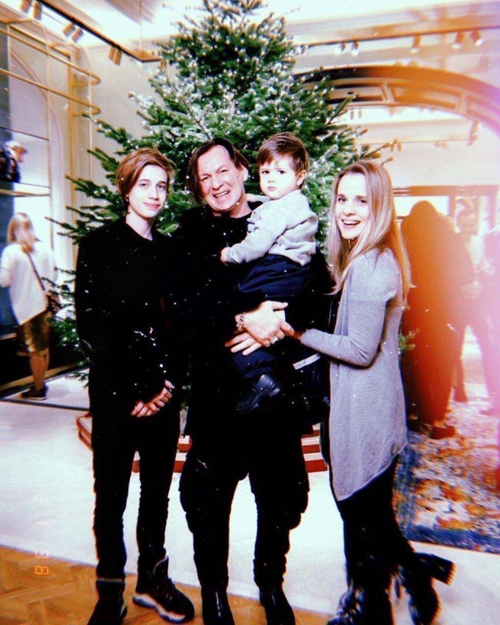 Игорь Миркурбанов с женой и детьми
