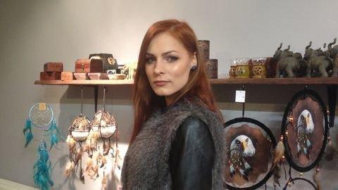 Мэрилин Керро в магазине