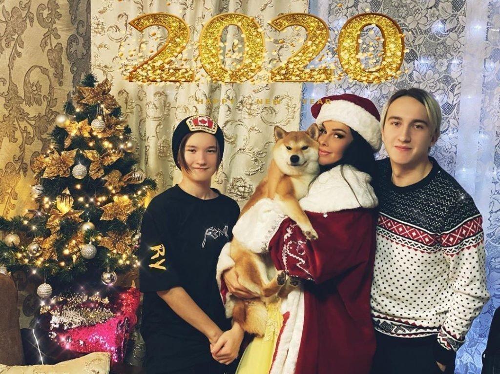 Оксана Ковалевская с сыновьями