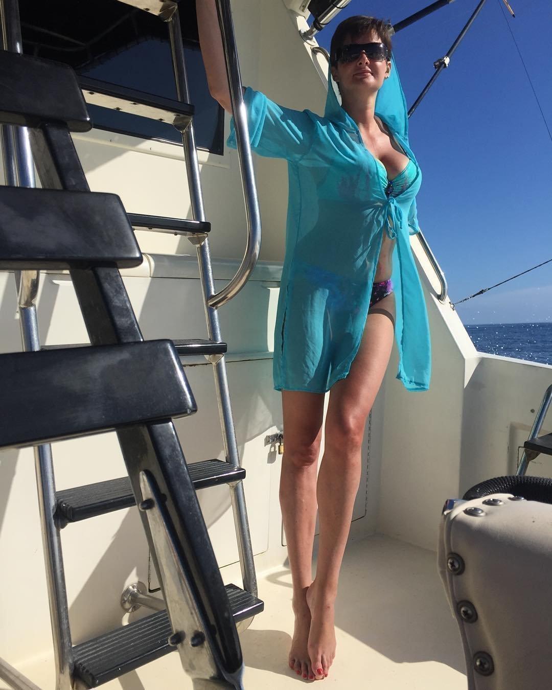 Виктория Талышевская в купальнике