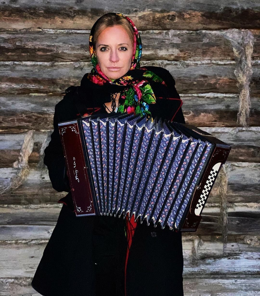 Виктория Шелягова в русской одежде