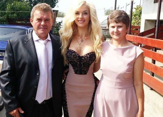 Эрика Герцег с родителями