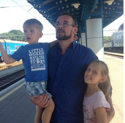 ВасильВакаров с сыном и дочкой