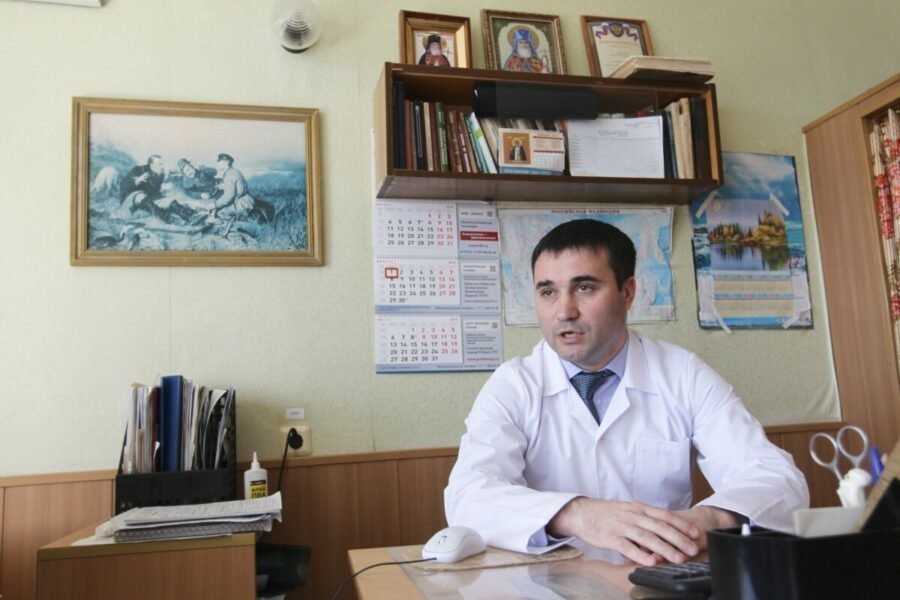 Олег Маркин в кабинете