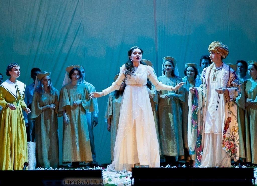 Анна Золотова на сцене