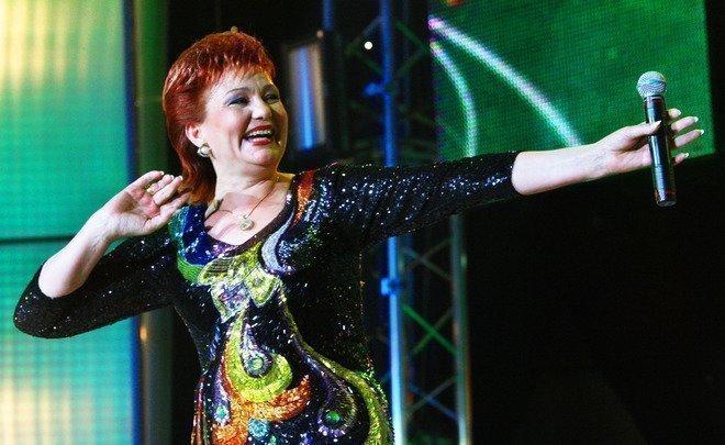 Хания Фархи поет