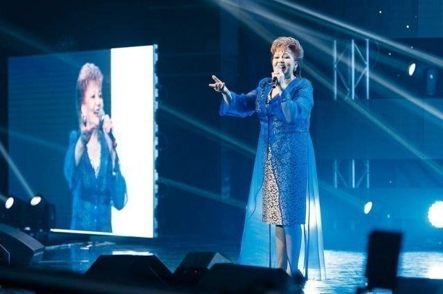 Хания Фархи на сцене
