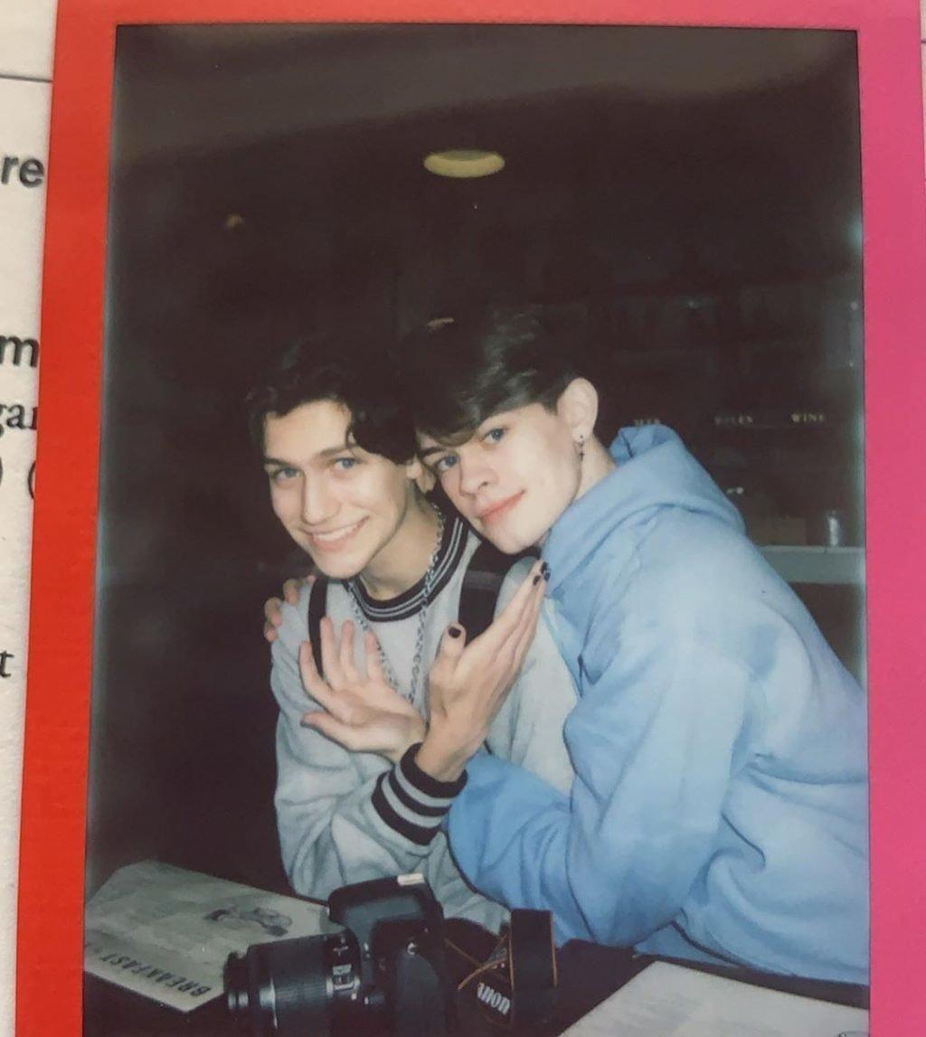 Энтони Ривз с братом