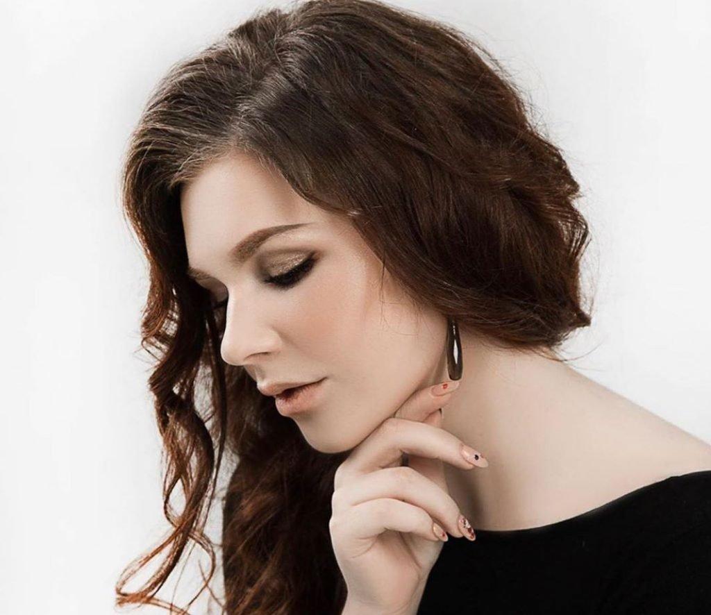 Алиса Супронова певица