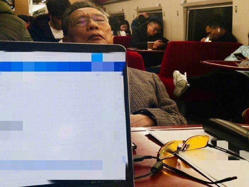 Чжун Няньшан в поезде