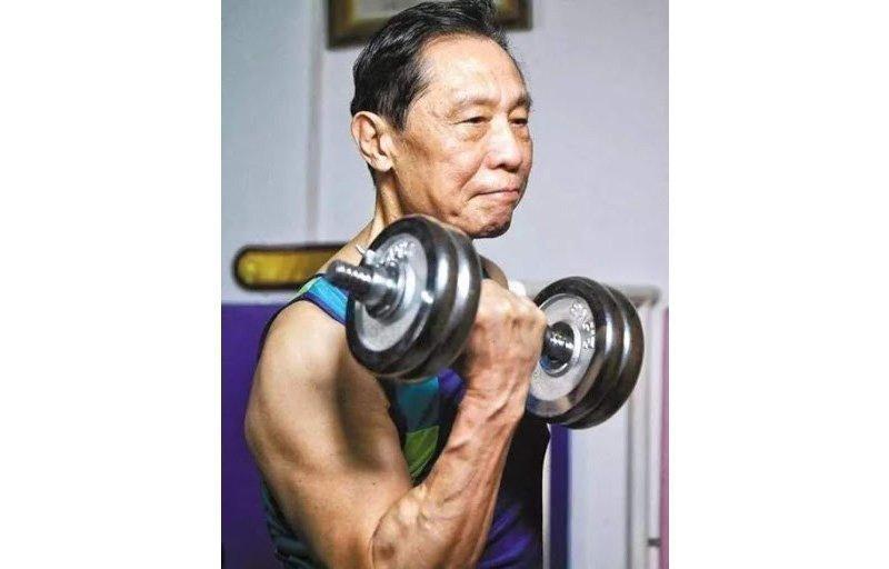 Чжун Няньшань занимается спортом