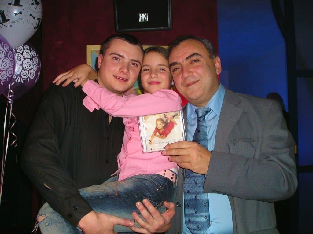 Нола с отцом и братом