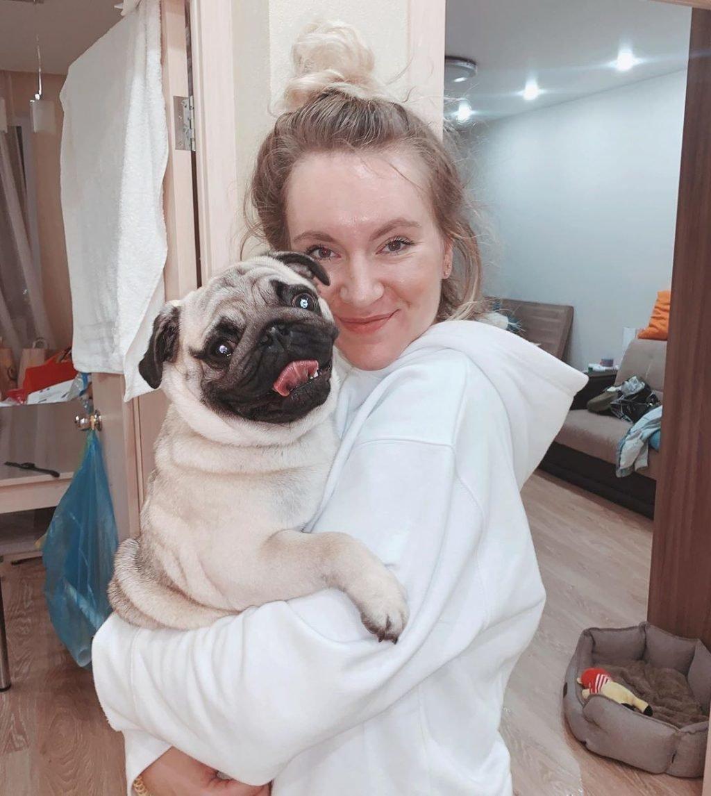 Маша Зум с собакой
