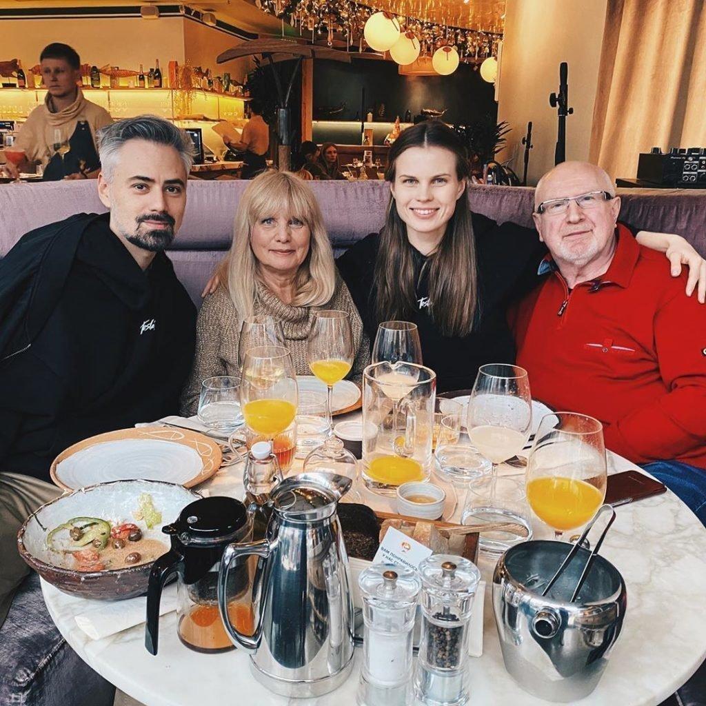 Ревенко с родителями