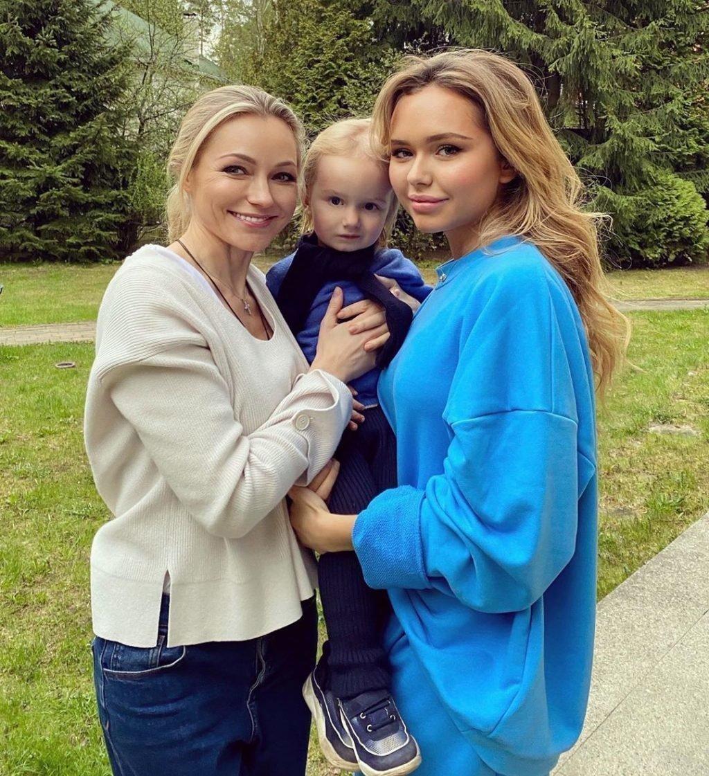 Стефания с мамой