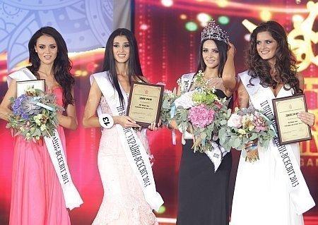 Санта Димопулос на конкурсу Мисс Вселенная Украина