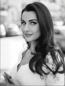 Ведущая Наталья Зотова
