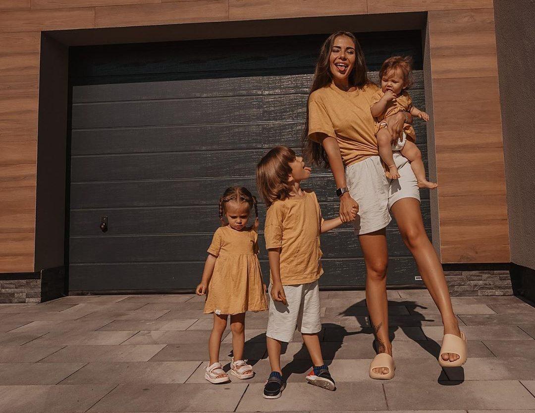 София Стужук с детьми