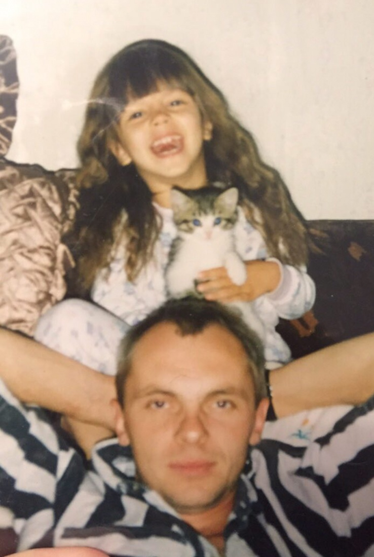 Вики Одинцова в детстве с отцом
