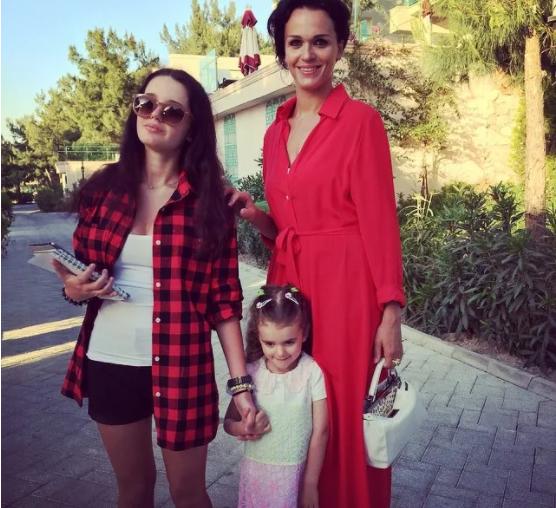 Александра с мамой и сестричкой Антониной