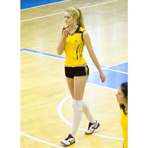 Алиса Маненнок волейболистка