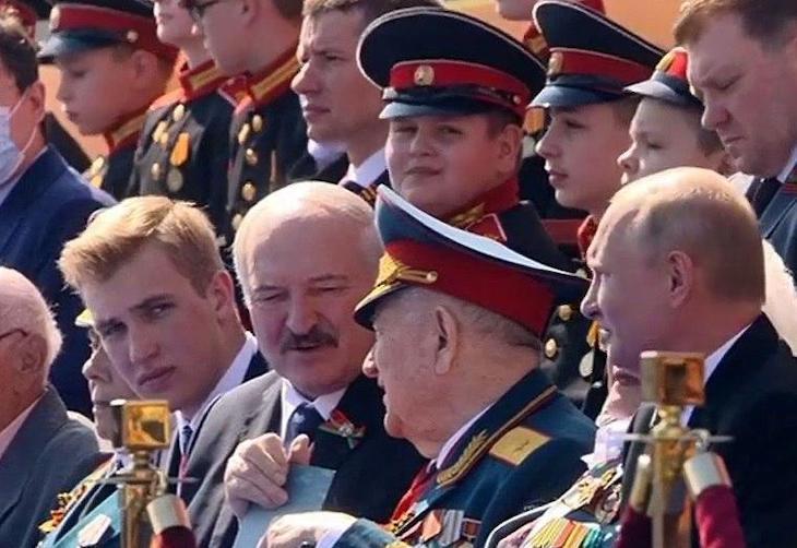 Николай Лукашенко на параде