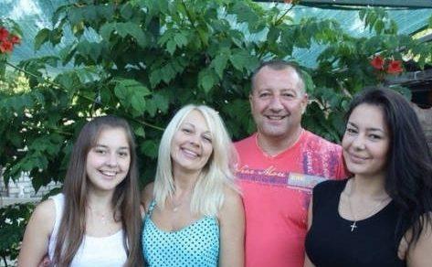Ксюша Манекен с родителями и младшей сестрой