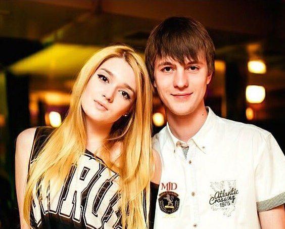 Алиса Маненок с братом
