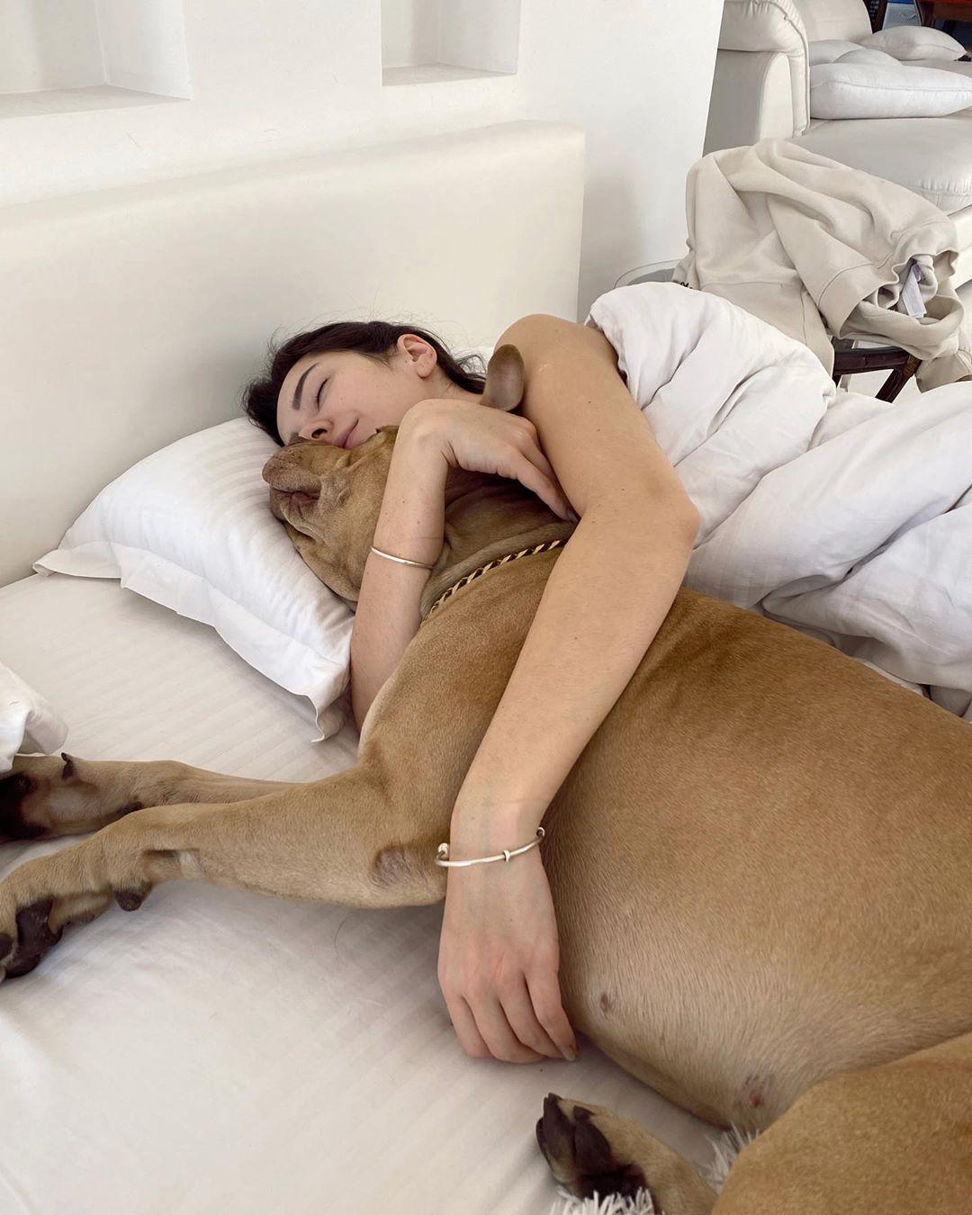 Ксюша Манекен с собакой