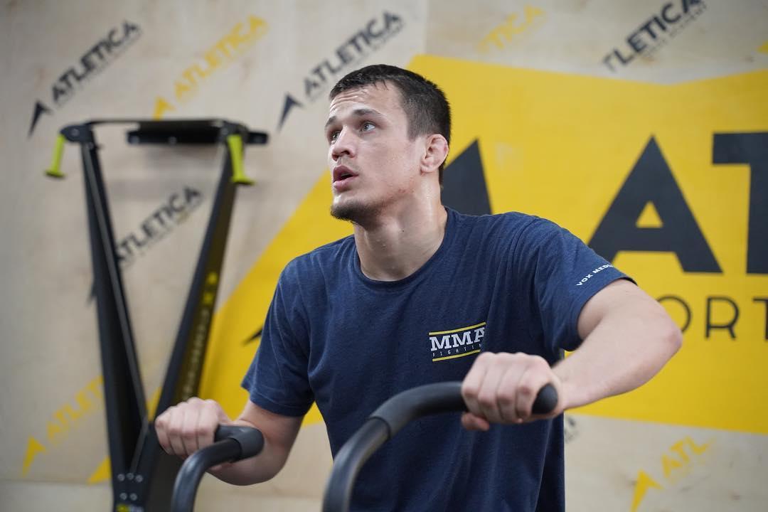 Усман Нурмагомедов на тренировке